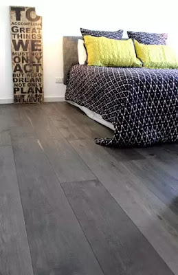 紫黑色系木紋  褪去繁雜   摒棄飽和度太高的繽紛色彩,低色度的紫黑色系,讓空間褪去繁雜,更加純粹深沉