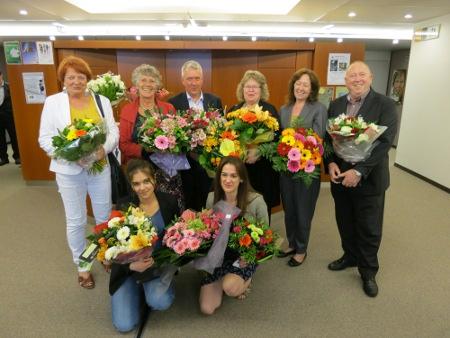Sjung med nu: Med blommor och blad, vi firar denna dag, vi tackar för din röst på ACTA:s dödsdag!