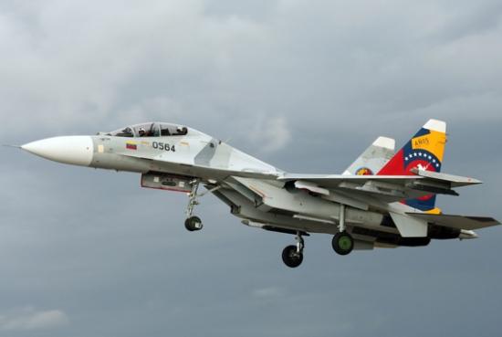 Sukhoi's da Venezuela fazem voos na fronteira. FAB tem F-5 em Anápolis