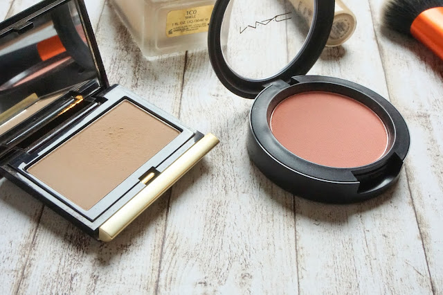 MAC - Powder Blush in Melba  Kevyn Aucoin - The Sculpting Powder in Light
