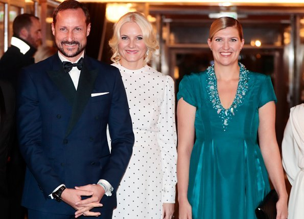 Queen Sonja, style. Princess Mette-Marit wore Miu Miu white long dress, Prada shoes,Velentino clutch bag