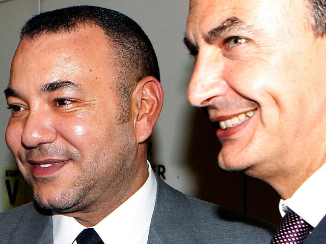Zapatero pide a los saharauis que renuncien a su derecho de autodeterminación y aceptar la integración en Marruecos.