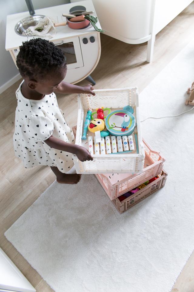 Villa H, lastenhuoneen sisustus, Aykasa laatikko, lelut,