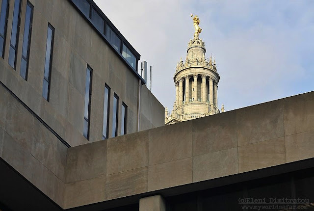το κυρίως κτίριο του Pace University και το Municipal Building στο φόντο