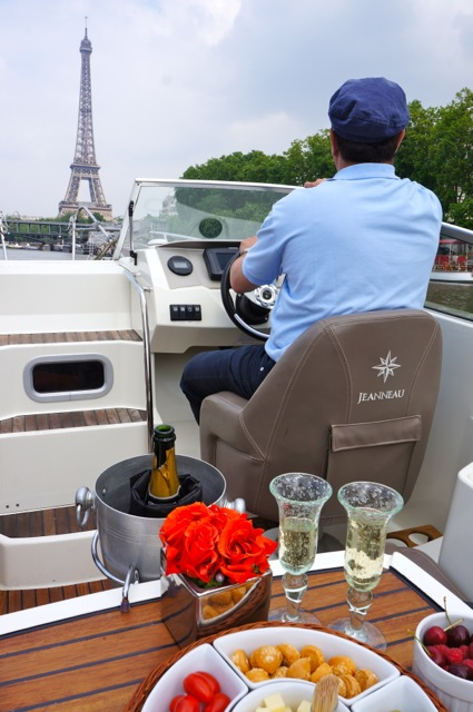 seine paris boat trip