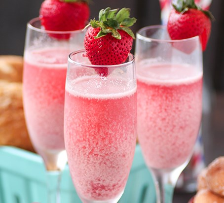 Strawberry Cream Mimosa #drinks #holiday