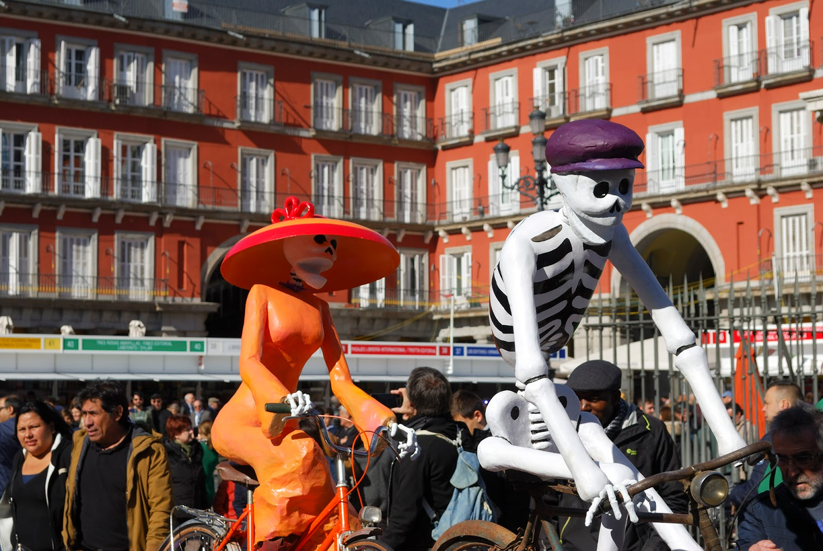 Halloween mexico spain plaza mayor catrina Madrid