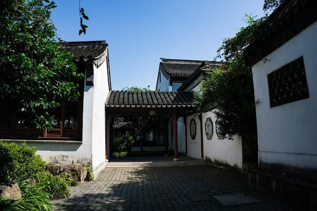 Yan Yuan under the blue sky