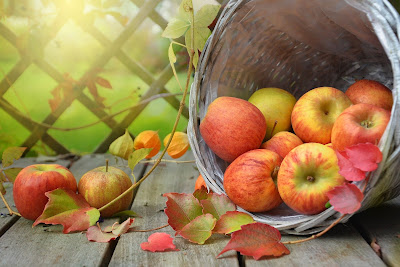 Benefits of eating apples in Hindi