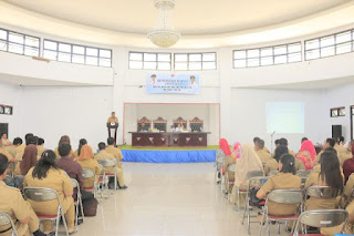 Rusdi Gumalangit saat memberikan sambutan pada Bimtek Penyusunan Keuangan Berbasis Akural
