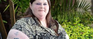 Η ιστορία της γυναίκας που ζει σε αναπηρικό καροτσάκι λόγω του βάρους του στήθους της: «Το στήθος μου με σκοτώνει»