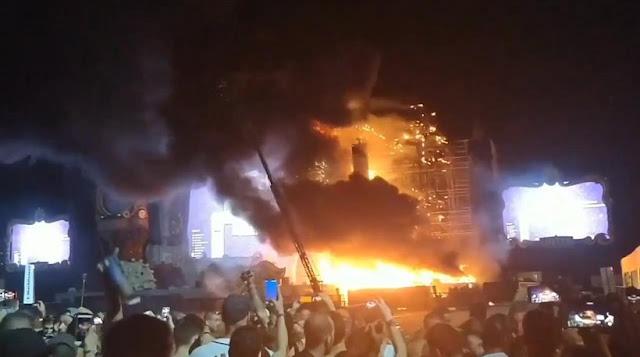 Στις φλόγες τυλίχτηκε σκηνή σε συναυλία στην Βερκαλώνη - 22.000 άνθρωποι εκκένωσαν τον χώρο (βίντεο)
