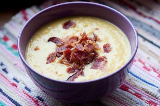 Kremowa zupa z kukurydzy z chrupiącym boczkiem