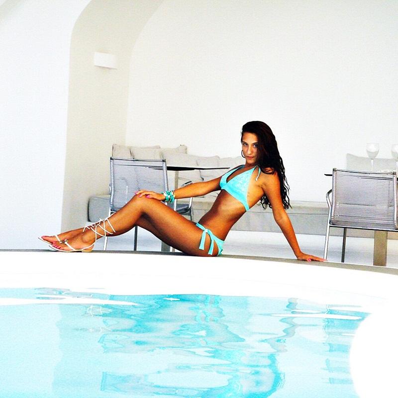 glam turquoise beach looks, turquoise bikini set