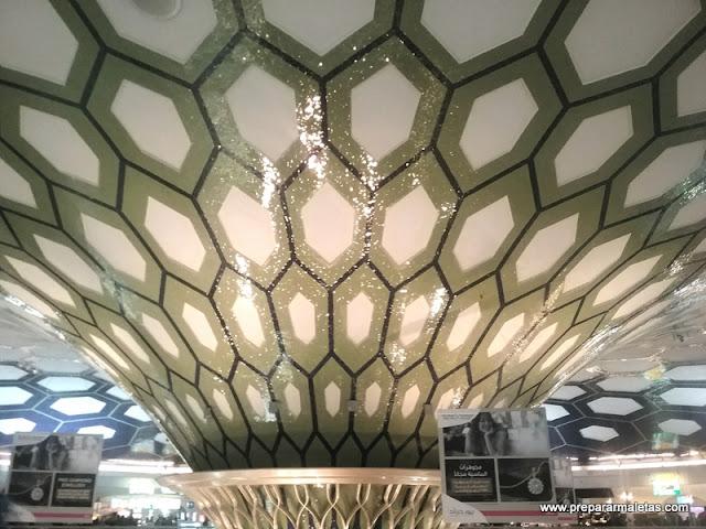 consejos escala en aeropuerto Abu Dhabi