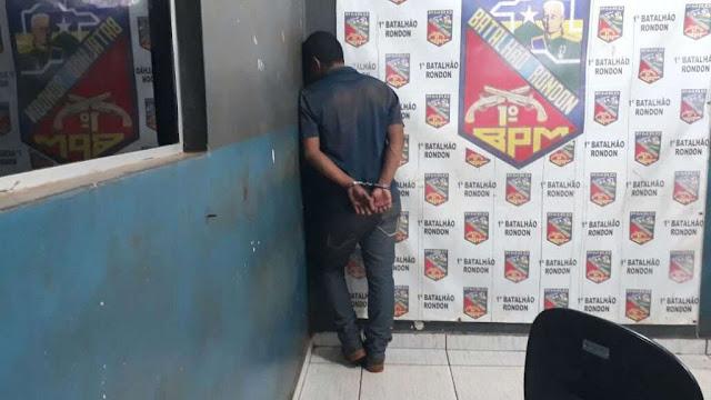 Jovem rouba ferramentas em loja e é detido pelo dono e por vigilantes noturnos