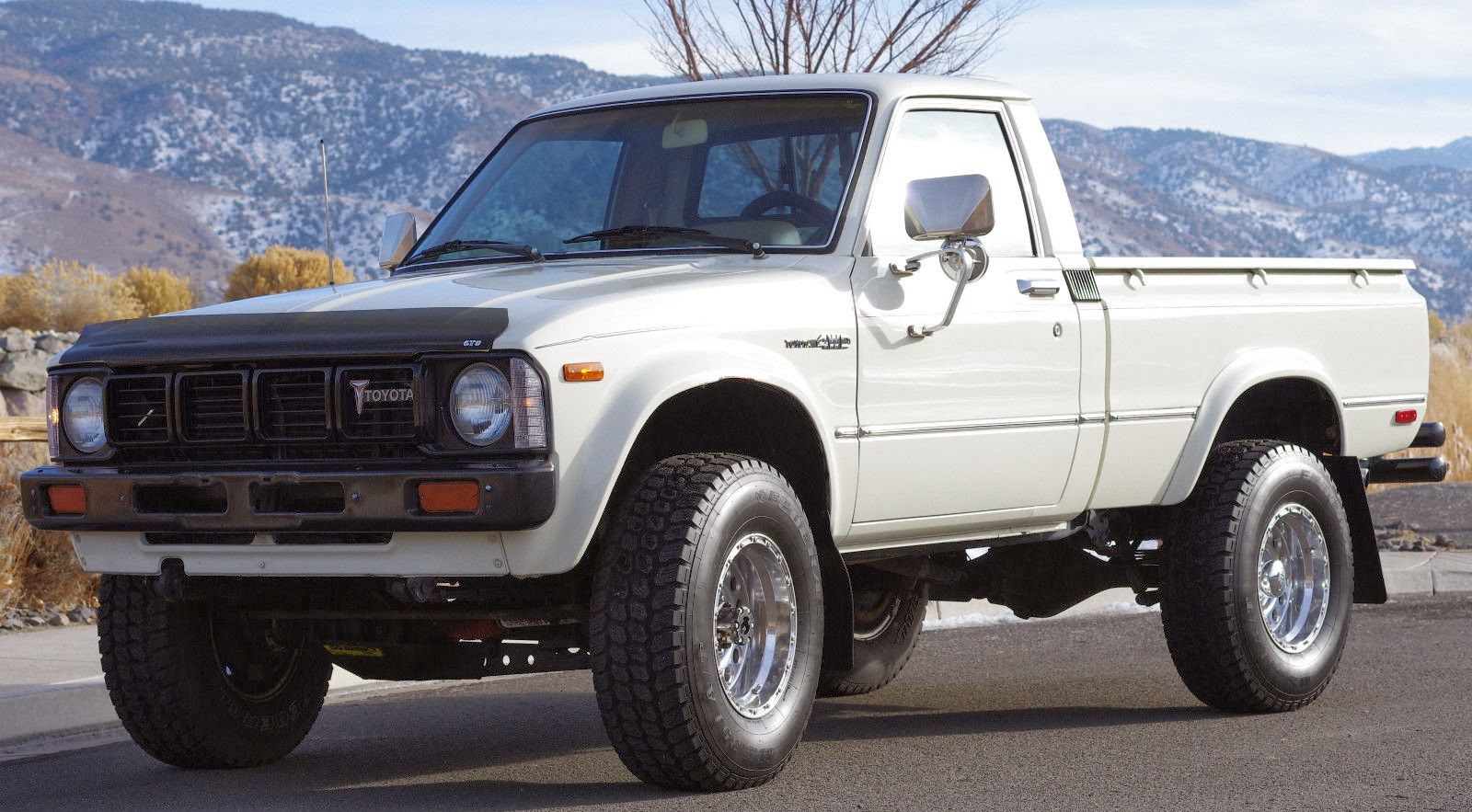 daily turismo 5k seller submission 1980 toyota hilux 4x4 pickup. Black Bedroom Furniture Sets. Home Design Ideas