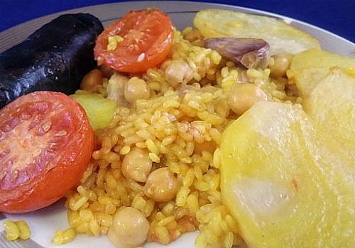 arroz al horno valenciano con patatas garbanzos morcilla tomate