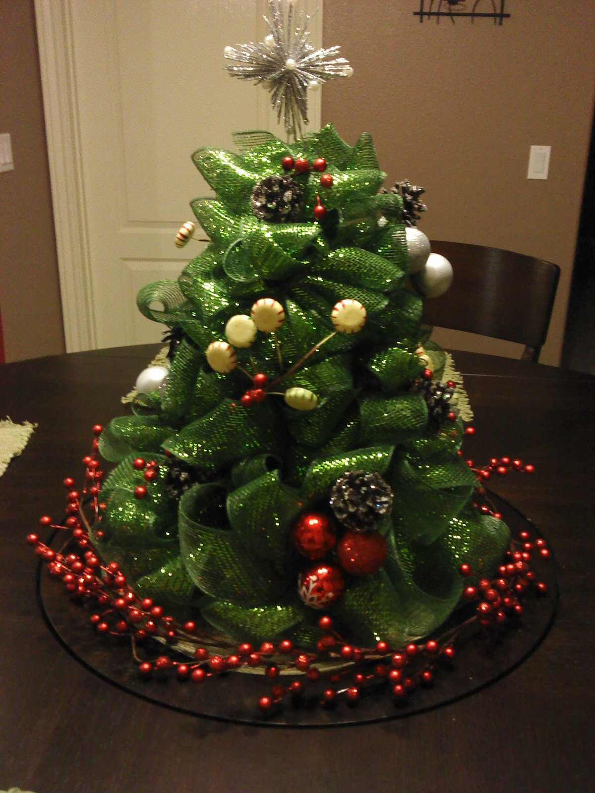 Christmas tree decorations with mesh - photo#53