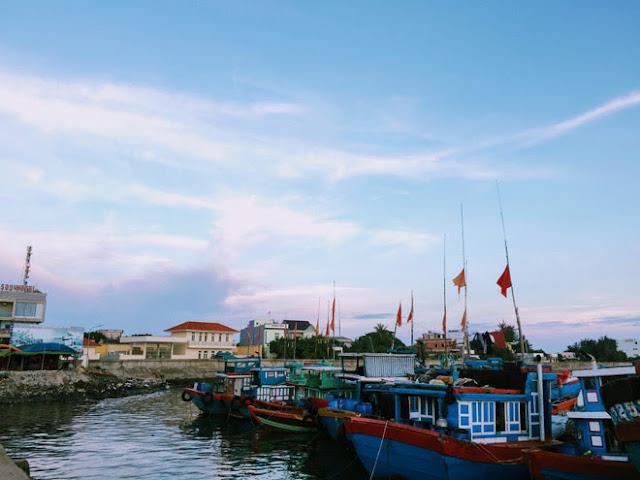 Cầu cảng trên đảo Lý Sơn