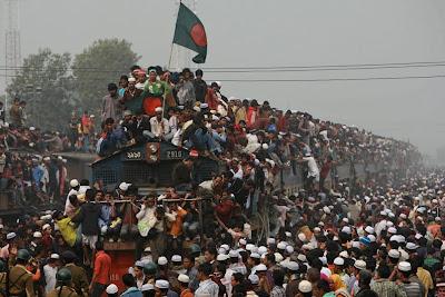 Ragam & Aksi Manusia Menaiki Keretapi