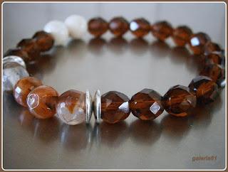 bransoletka na gumce, mamrmur biały, agat fasetowany, kryształki, koraliki