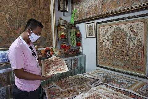 Menengok Seni Lukis Tradisional Bali di Desa Wisata Kamasan