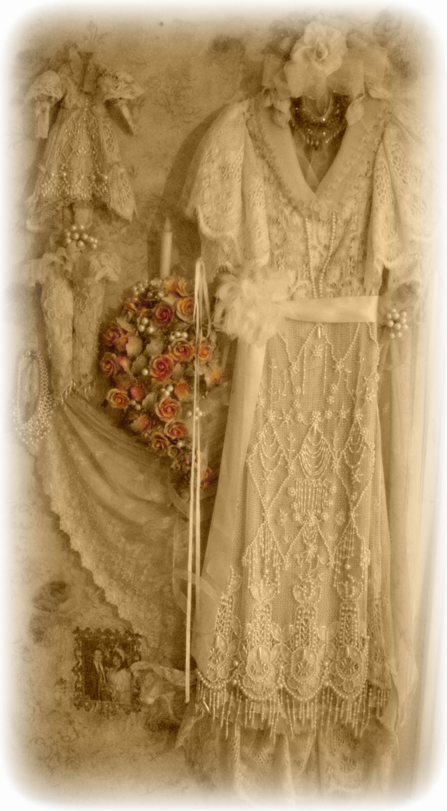 Suzy Homefaker: VINTAGE WEDDING DRESS SHADOW BOX