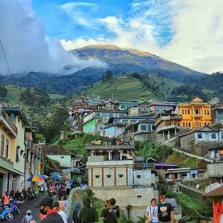 traveling ke nepal van java 2021