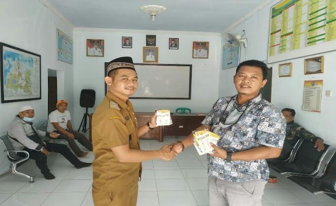 Peduli Pandemi Covid-19, Media Online STC Bagikan Masker di Desa Dukuh