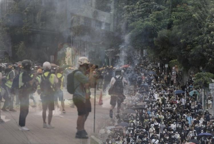 Bentrokan Terjadi di Sham Shui Po, Polisi Tembakan Gas Air Mata ke Pengunjuk Rasa