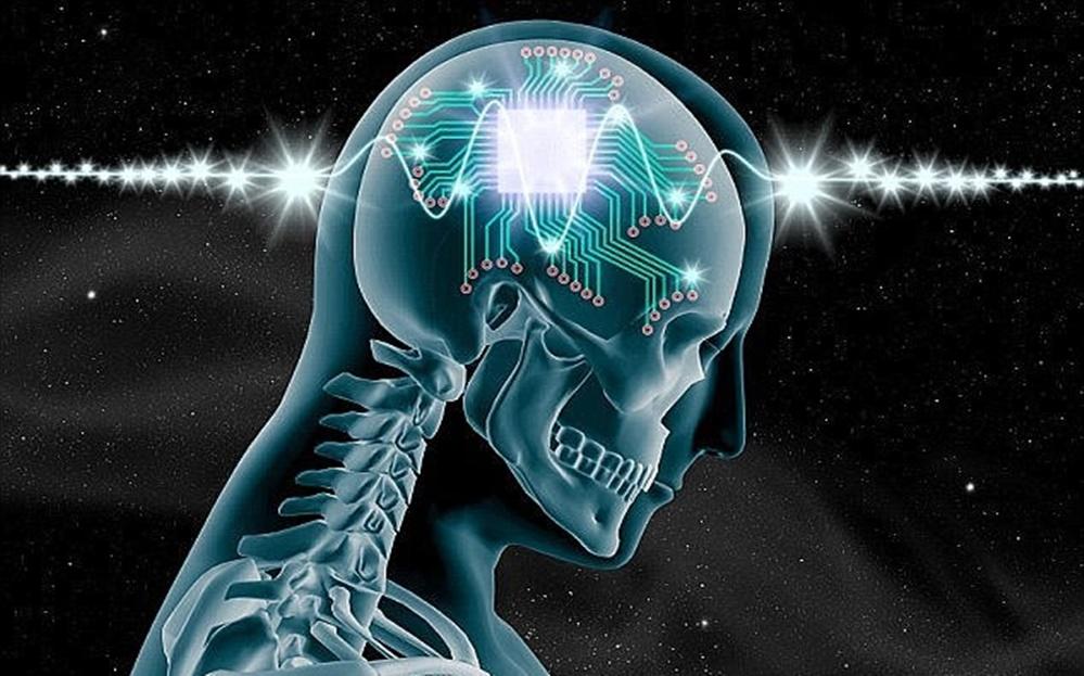 Empresário quer  colocar um chip no cérebro  humanos dentro de 15 anos