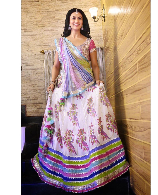 divyanka-tripathi-wedding-dress-photo