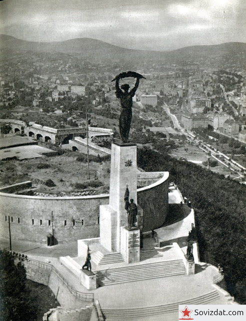 1959. Будапешт, Венгрия - Панорама Будапешта со статуей Свободы
