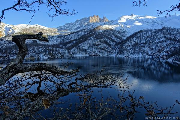 Вид на Кяпаз от озера Маралгёль