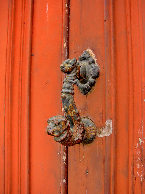 dog door-post
