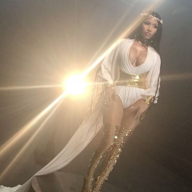 Nicki Minaj Flaunts Curves to Look Like a Greek Goddess