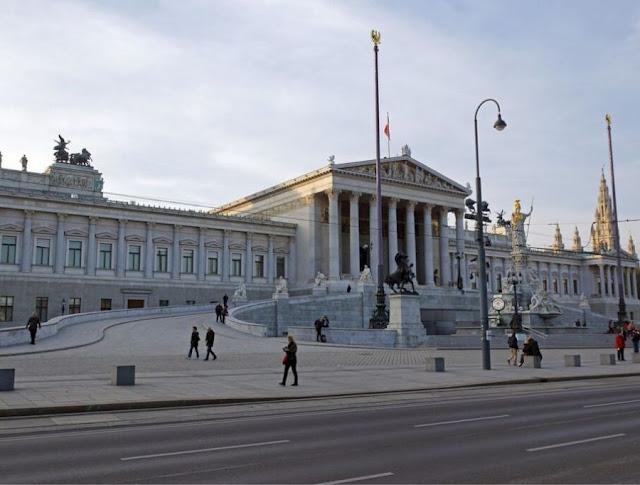 النمسا: فضيحة إيبيزا تكلف دافعي الضرائب الملايين