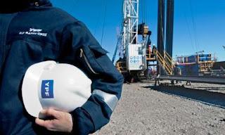 La petrolera anunció que bajarán torres de perforación en los yacimientos de las cuencas de Neuquén y el sur de Mendoza