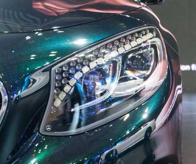 Mercedes S500 Cabriolet sử dụng Cụm đèn LED chiếu sáng thông minh có đính Tinh thể Pha lê Swarovski