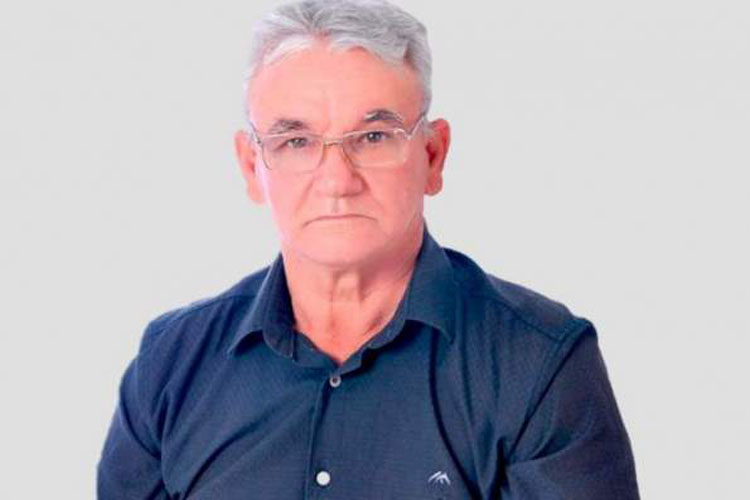 """Eli Corrêa de Freitas (DEM) afirmou, na reunião ordinária da Câmara Municipal realizada nesta segunda-feira (19), que """"cachorro na rua tem é que matar""""."""
