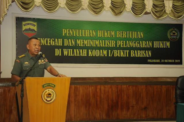 Kumdam I/BB Berikan Penyuluhan Hukum Kepada Prajurit Korem 031/WB
