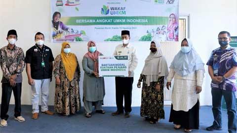 Wabup Risnawanto Launching Wakaf Modal UMI ACT Pasbar