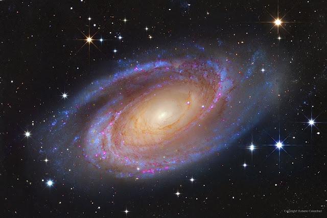 Thiên hà xoắn ốc Messier 81. Hình ảnh: Subaru Telescope (NAOJ), Hubble Space Telescope; hậu kỳ chỉnh sửa: Roberto Colombari & Robert Gendler.