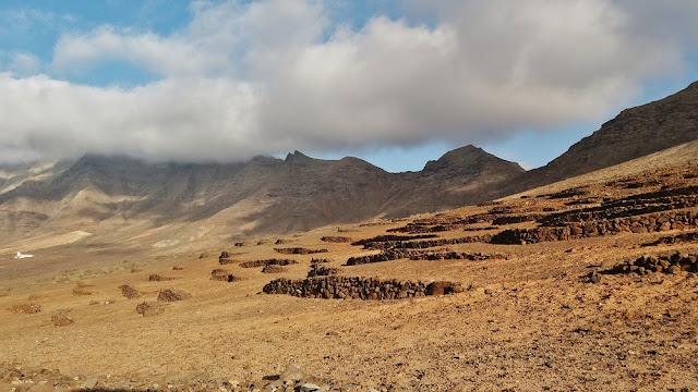 playa de cofete en fuerteventura. Antiguas terrazas de cultivo.