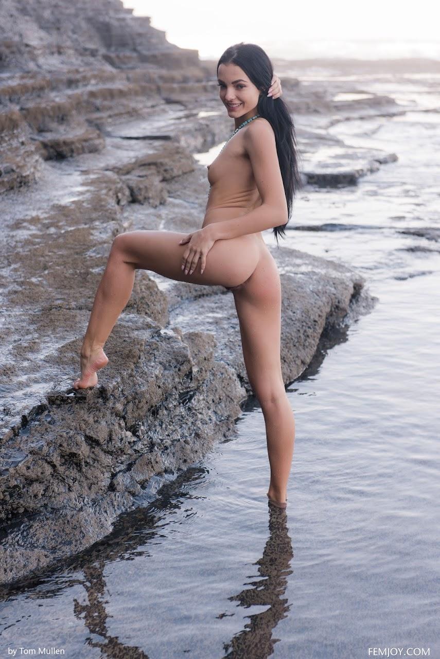 [FemJoy] Sapphira - Stone Pool