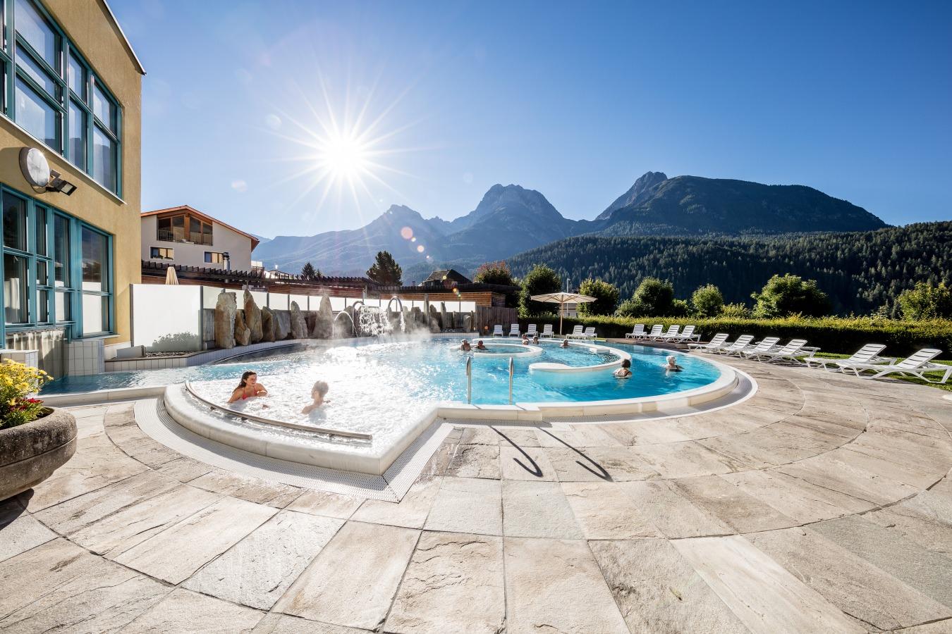 Bagni Termali Svizzera : Bagni termali a saillon thermal resort at saillon vallese svizzera