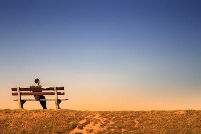 duduk sendirian