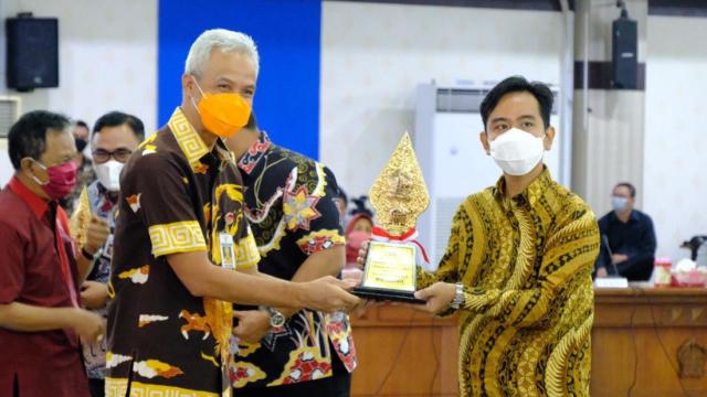 Belum Lama Dipimpin Gibran, Pemkot Solo Raih Penghargaan Pembangunan Daerah Terbaik