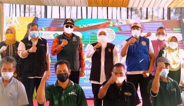 Gubernur Jatim Tinjau Persiapan PTM di SMK Islam Krembung Dengan Vaksinasi